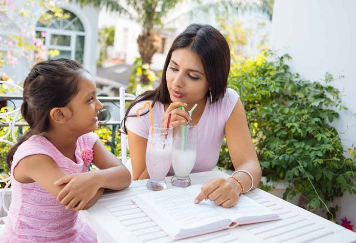 Effective Ways of Communicating With a Child and Its Benefits