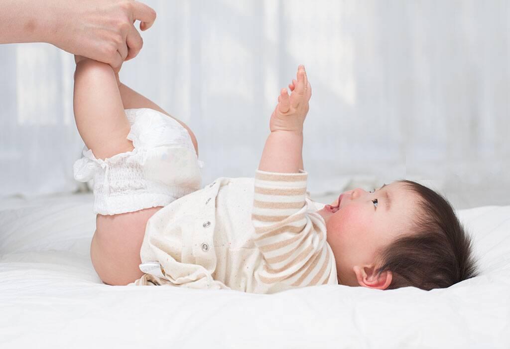बाळांना होणाऱ्या डायपर रॅश साठी ९ परिणामकारक घरगुती उपाय