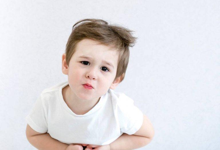मुलांमधील पोटदुखीसाठी १० प्रभावी घरगुती उपचार