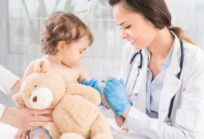 क्या लॉकडाउन के वजह से बच्चों के टीकाकरण में देरी करनी चाहिए?