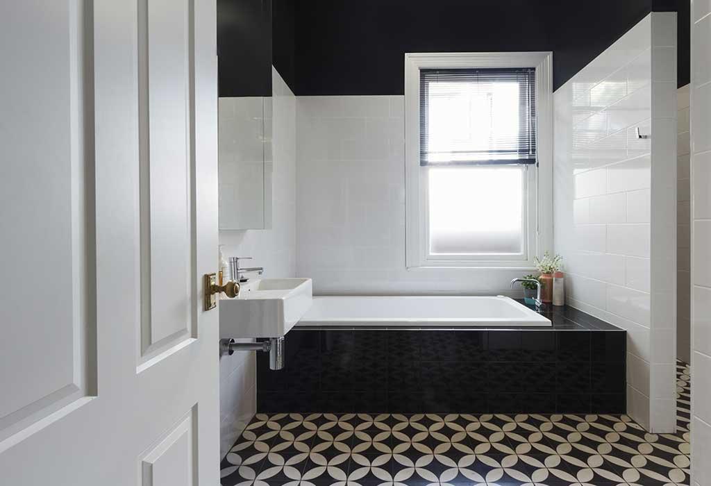 Contrasting shower tiles