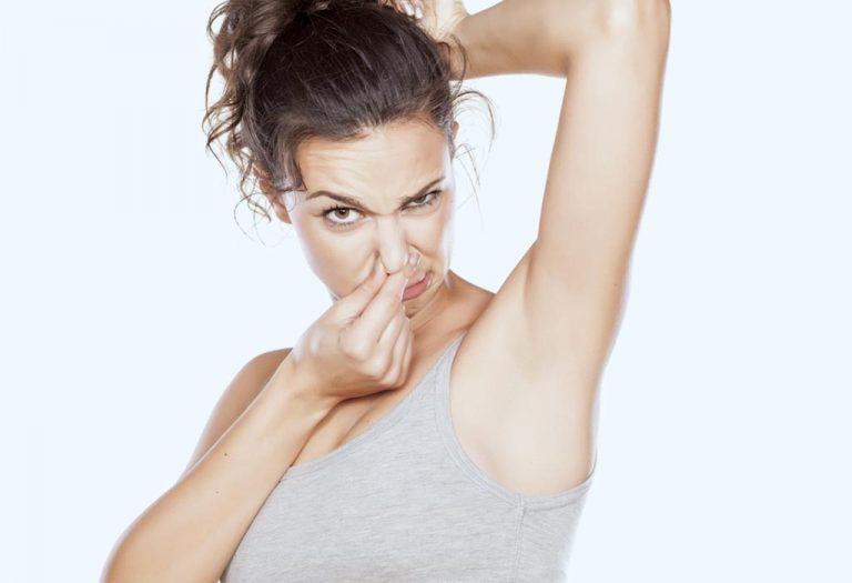 गरोदरपणात शरीराला येणारा दर्प: कारणे आणि उपाय