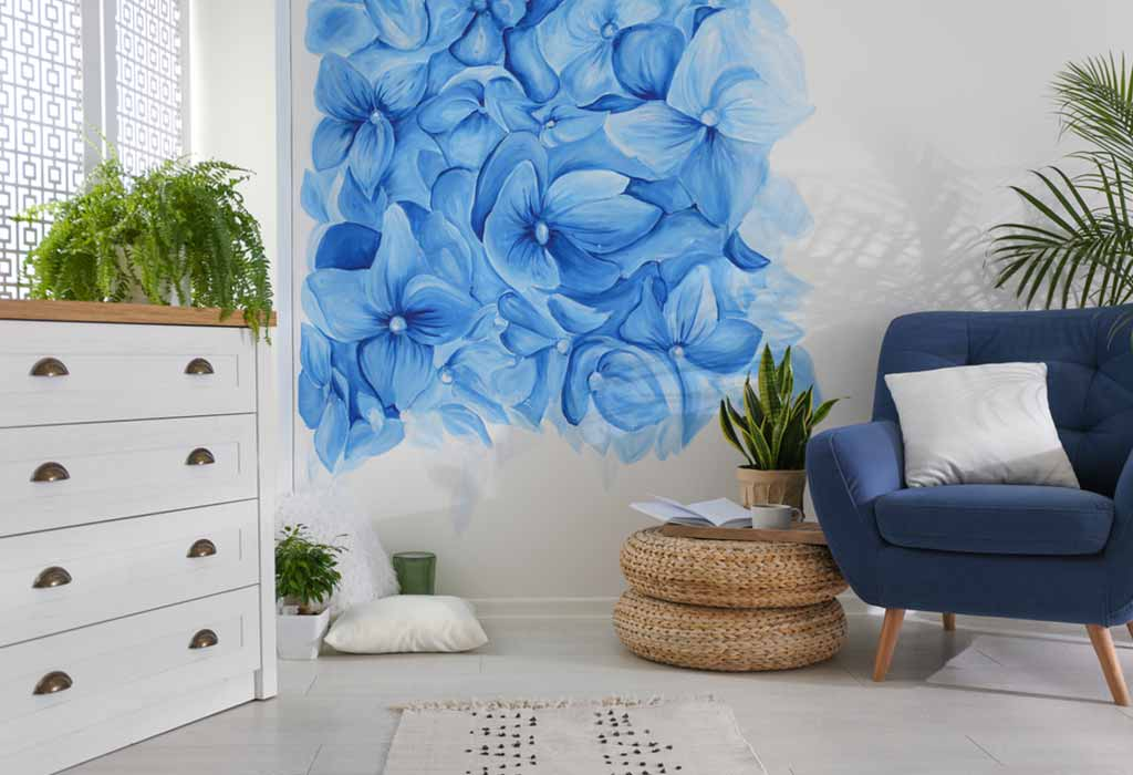 FLORAL PATTERN ON THE WALL