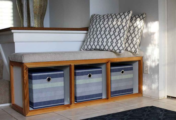 DIY STORAGE BENCH FOR YOUR HOME WHICH IS BOTH FUNCTIONAL AND BEAUTIFUL