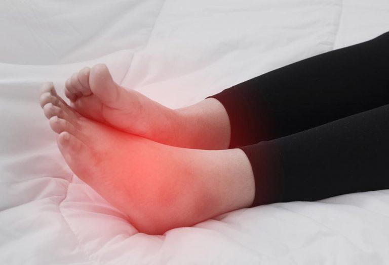 गरोदरपणात पायांवर सूज येण्याच्या समस्येवर १७ परिणामकारक घरगुती उपचार