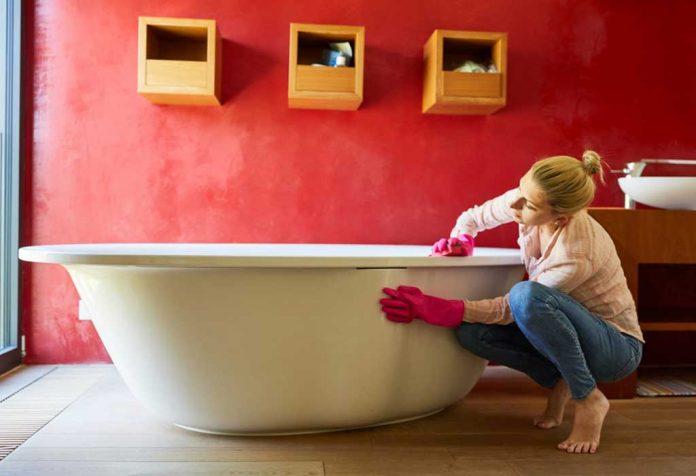 CLEANING A BATHTUB - EASY STEPS TO ACHIEVE A SPARKLING BATHTUB
