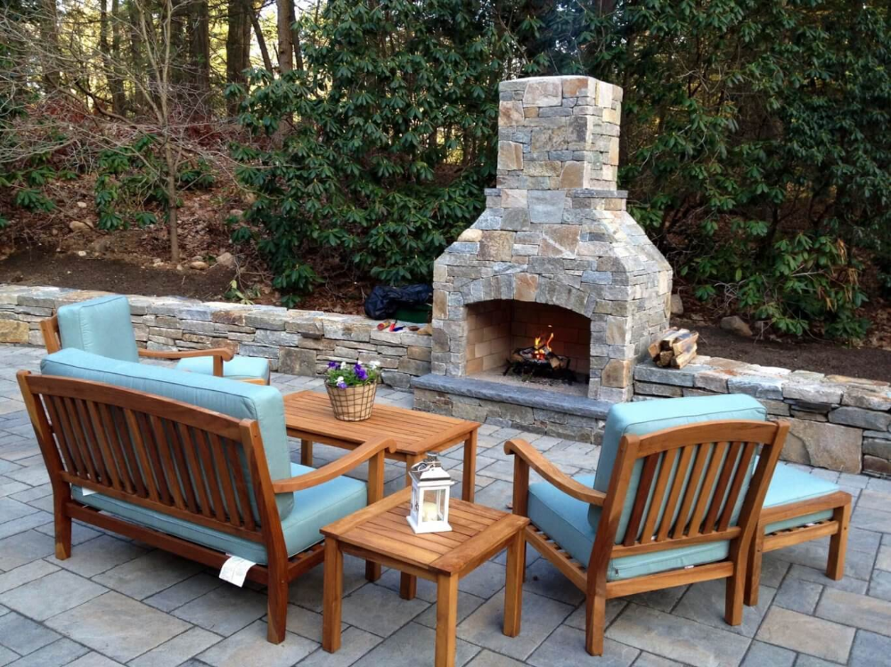 The Hot and Tiny Backyard Fireplaces