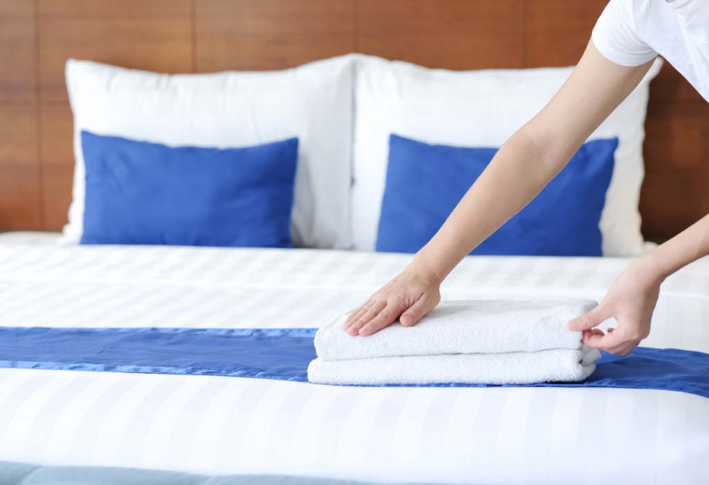 HOW TO MAKE A HOTEL STYLE BED?