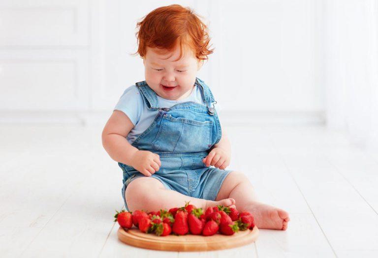 बाळांसाठी स्ट्रॉबेरी – आरोग्यविषयक फायदे आणि धोके