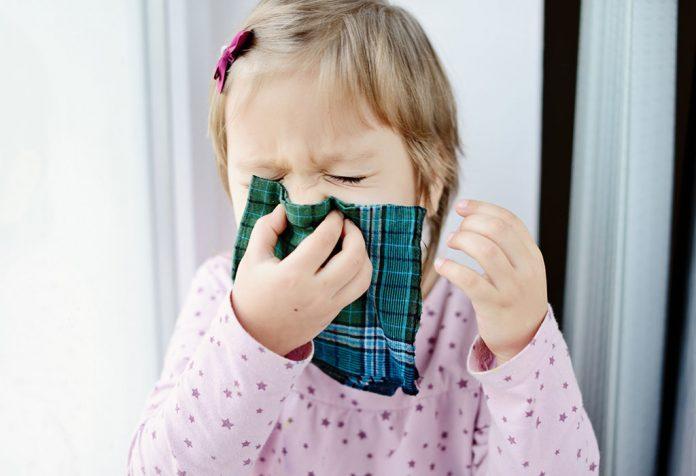 लहान मुलांच्या सर्दी खोकल्यावर १२ परिणामकारक घरगुती उपाय