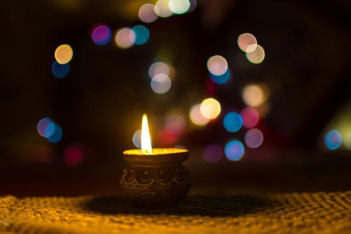 तुमच्या प्रियजनांना दिवाळीच्या शुभेच्छा देण्यासाठी मेसेजेस आणि कोट्स